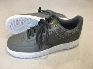 NIKE AIR FORCE 1 '07 LV8 DARK STUCCO/RIVER ROCK-SUMMIT WHITE