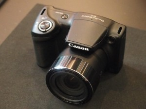 PowerShot SX420 IS。2月25日発売予定。予想販売価格は3万1800円。光学ズームは42倍。