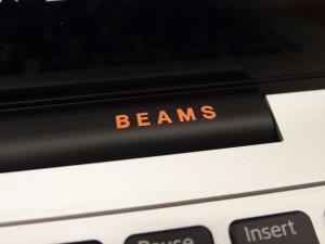 ヒンジ部分にBEAMSのロゴ。さりげない感じがGood!