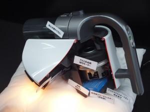 サイクロンで吸い込み、温風を排出する。プラズマクラスターも搭載。