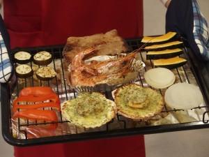 野菜はいい感じに焼けていて焦げ付いてはいない。肉やエビ、ホタテもしっかりと焼けている。水蒸気の力だけで、しっかりといい感じの焼き目もついている。