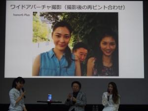 篠山紀信先生自ら撮影した自撮り写真。普通の状態では背後に篠山紀信先生が見きれているが……。