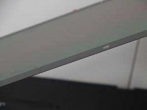 搭載される有機ELパネル。超極薄でもしっかりと色を再現してくれます。