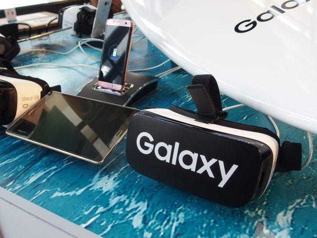 店内にはGear VRがいくつも用意しており、誰でも楽しめます。