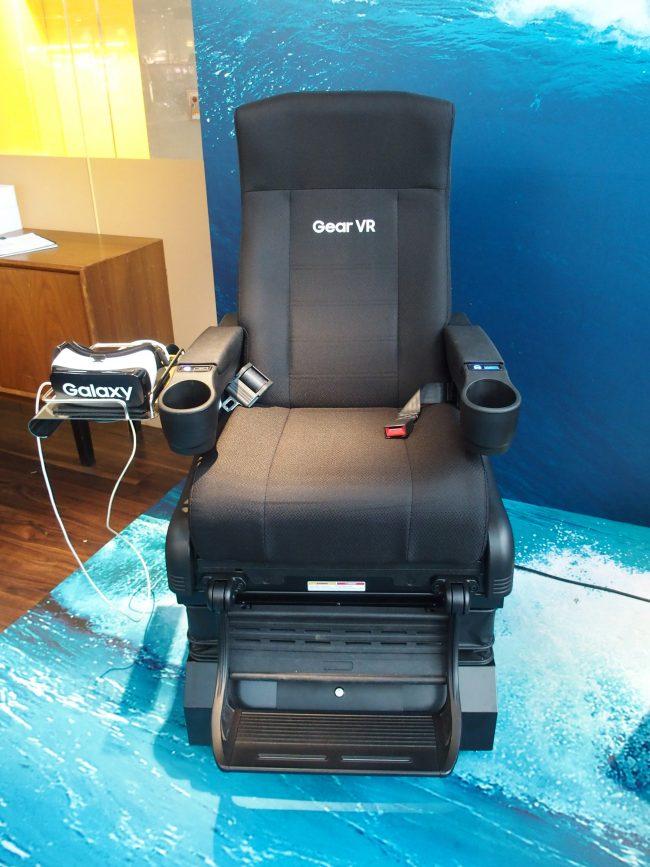 Gear VRの360度映像と連動して動く4Dチェア