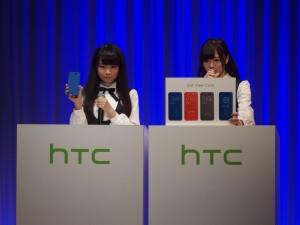 発表会では、アンバサダーとして乃木坂46がHTC J butterflyの機能をしっかりと説明。