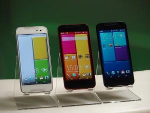 カラーはキャンバス(左)、ルージュ(中)、インディゴ(右)の3色。本体もさることながら、ホーム画面がカッコイイ。
