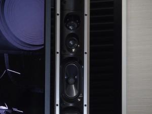 DIATONE NCVスピーカーは、ツイーターを左右2個ずつ、ウーハーを左右1個ずつ、デュアルパッシブラジエーターを左右2個ずつ搭載。サウンドバーを追加したかのような高音質で再現される。Bluetoothスピーカーとして、スマホとつなげて音楽も楽しめる。