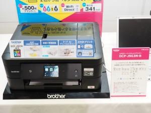 ベーシックモデルのDCP-J963N-W/B。FAX、ADF、NFCを搭載。
