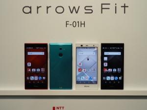 スマートフォンを初めて持つ人にも安心の低価格モデル、arrows FIT。