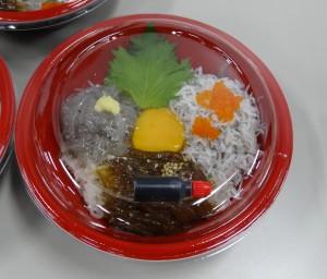 湘南しらすの三色丼