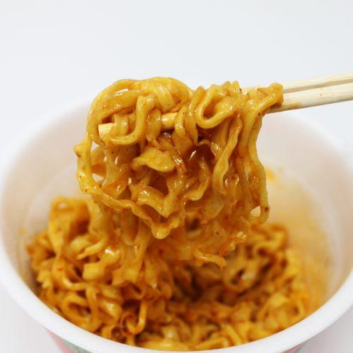 サッポロ一番シリーズの汁なし四川風麻婆麺が、辛くてちょいシビで、ツルッといける!
