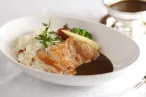 岩手県産いわい鶏モモ肉のカリー ガーリックライスと共に