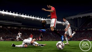 X360_ManUxBMun_Giggs+Lahm_Slide-Tackle