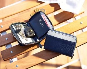 今回登場したバイカラーキーケース。7月10日正午予約開始。 W11×H7.5×D2cm ¥9,000(税抜き)