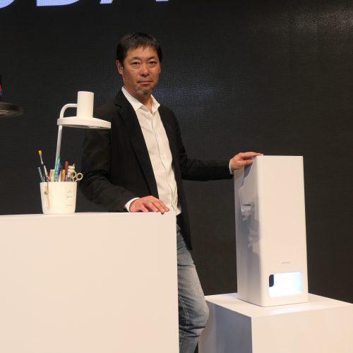 バルミューダが光の柱デザインの新型空気清浄機「BALMUDA The Pure 」を韓国で発表