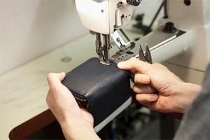商品は1点1点手作業で作られる。安心の日本製であることに加え、最高のクオリティでお届けする。