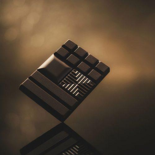 お酒がすすむ、コーヒーに合う! この冬、グルメなあの人が推す明治のチョコレート3選
