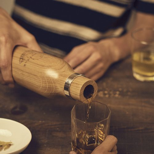 一日でウイスキーの味が変わる、小さなオーク樽ボトルが1万円以下で楽しめる!