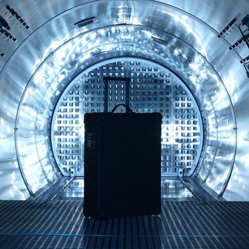 宇宙旅行時代へ! 高弾力、高耐久、超軽量の新世代トラベルケースが遂に誕生