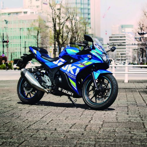 GPマシンをイメージさせるカラーリングに惚れた! 街乗りバイクはGSX250R で決まり!