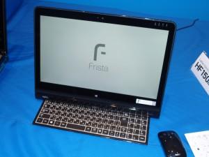LaVie Hybrid Frista。液晶と本体がL字型になっており、手前のキーボードは、本体に収納できる。タッチ操作はもちろん、ジェスチャー操作もでき、部屋間で持ち運べるのは便利。