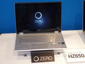 LaVie Hybrid ZERO。液晶とキーボードが360度回転し、タブレットのような使い方もできる。