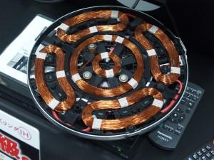 三菱独自のコイル。分割エリアごとの制御が可能な「びっくリング」。