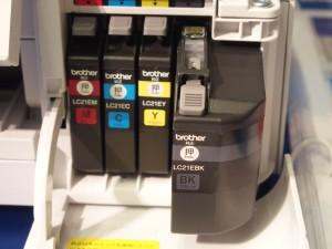 4色独立タンク。カラーは約2.5倍、ブラックは約6倍に増量。