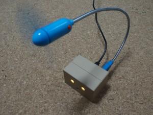 USB扇風機を付けて回してみた。何かシュールな感じ。