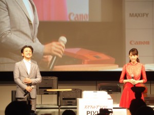 CMキャラクターは昨年に引き続き、桐谷美玲さん。上司役の石丸幹二さんと一緒に登壇した。