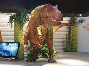 タイコエレクトロニクスジャパンのスマートフォンで操作ができる恐竜ロボット。