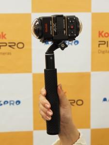 全天球撮影用の専用アクセサリーも来年に発売する予定だ。