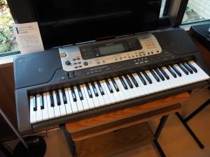 鍵盤が光り、練習の手助けをしてくれる光ナビゲーションキーボード。しかもブロードバンド対応!