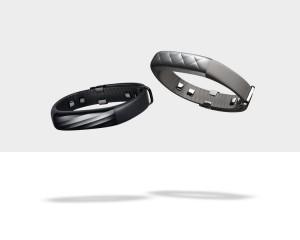 UP3はサイズ調整ができるので、UP24とは違いワンサイズで販売。カラーはブラックダイヤモンドとシルバークロス。価格は2万1800円を予定。