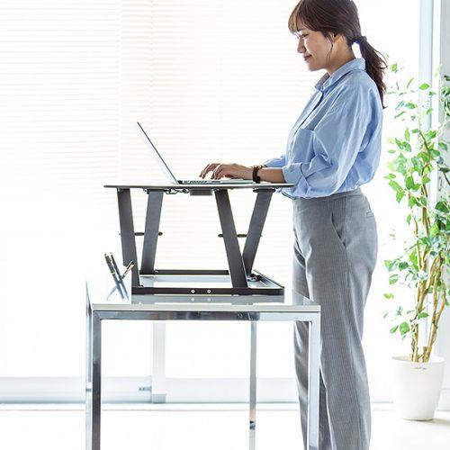 「立ち仕事」希望者に理想的な可動式デスク登場!仕事がもっと自由に!
